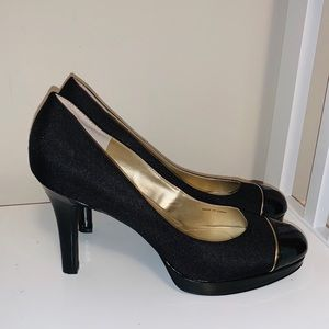 TAHARI LAURIE ROUND TOE PUMPS SIZE 9